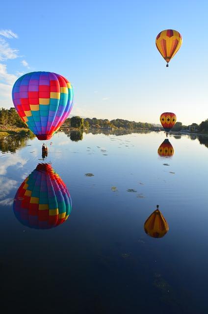 hot-air-balloons-1994129_640